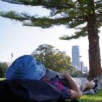 公園でのんびり