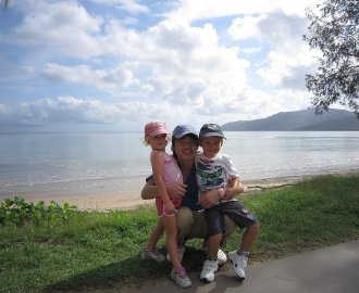 Monicaが撮影してくれた、LachlanとGraceと記念写真!
