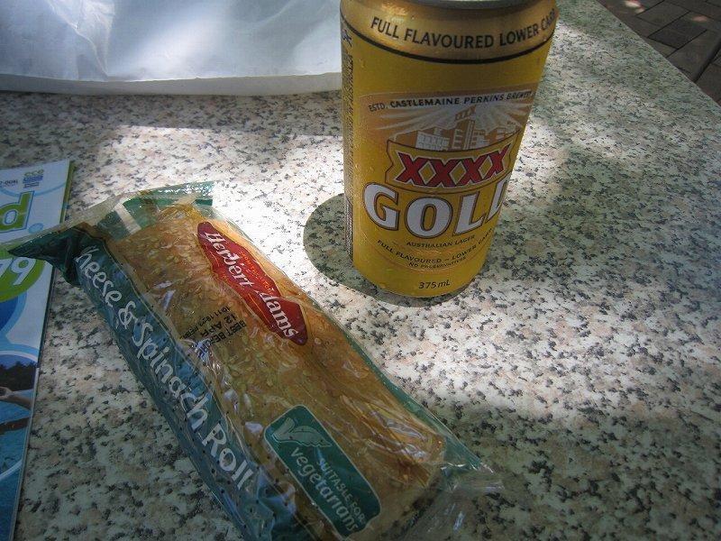 Cheese & Spinach RollとXXXX GOLD