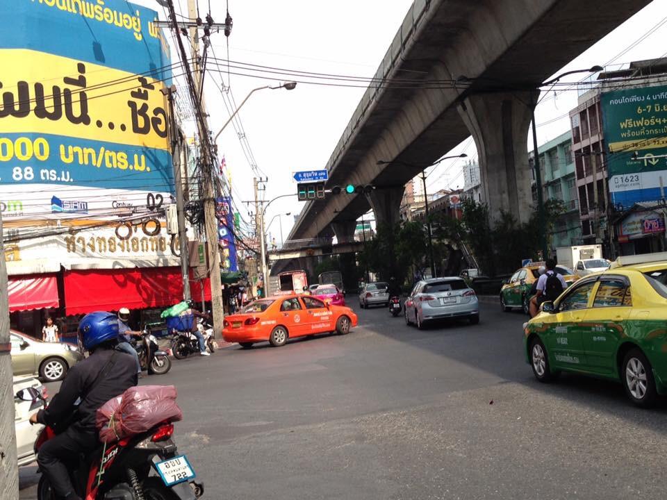 プラカノン市場の入口