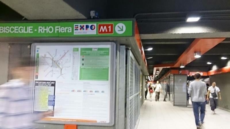 地下鉄M1(赤)と記載されています
