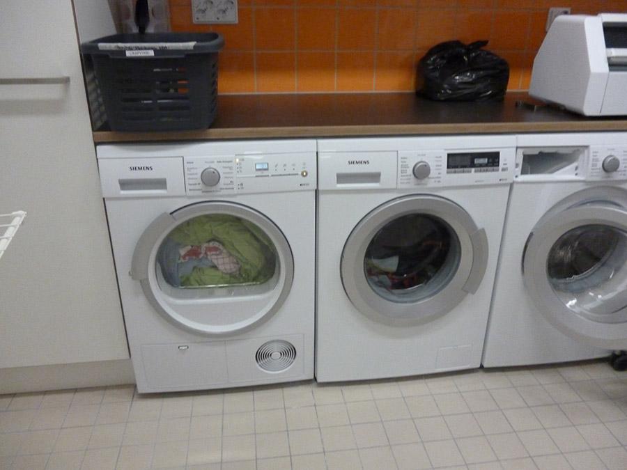 洗濯機_生徒は社会の中で生きる方法も勉強する