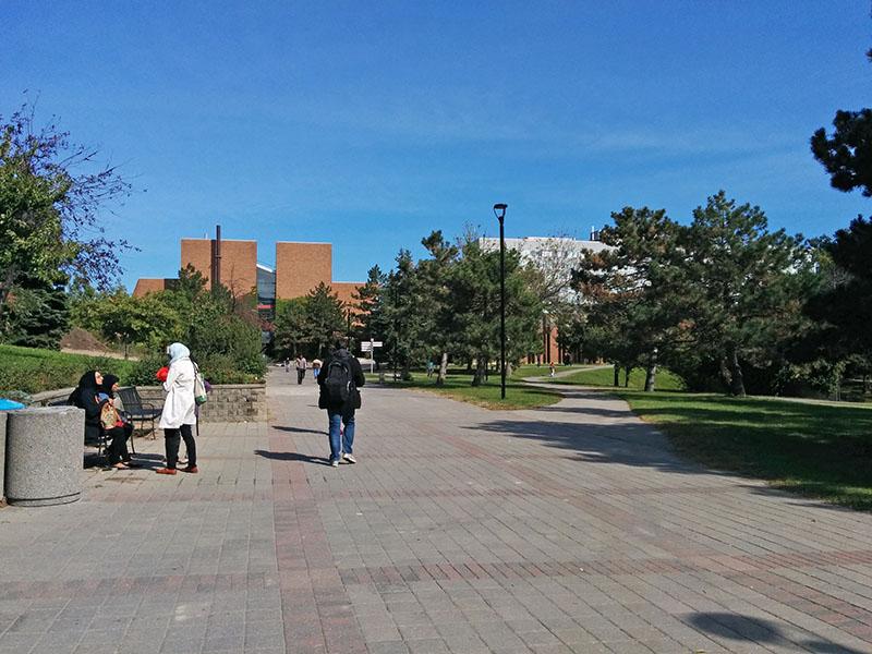 カナダ・バンクーバーのカレッジへ。現在は・・