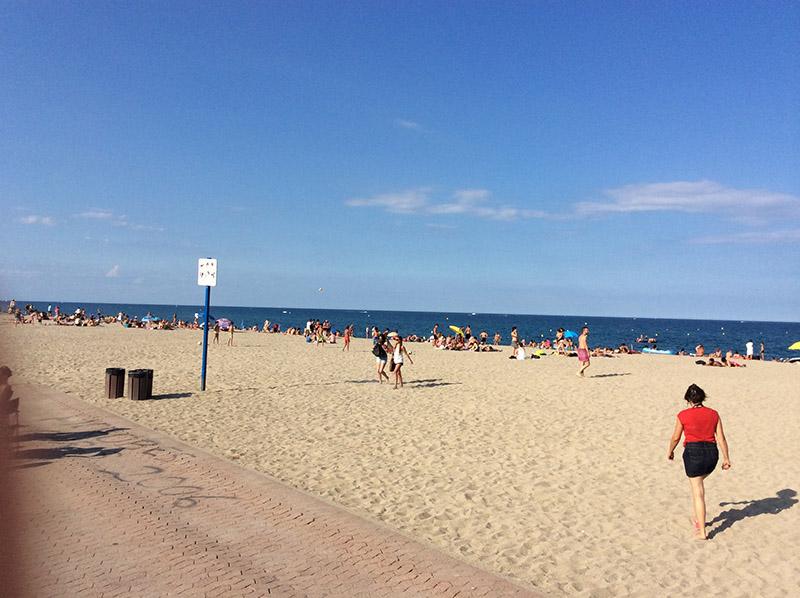 この海岸で「メキシカンスーツケース」に出てきた戦時下の人々を想う