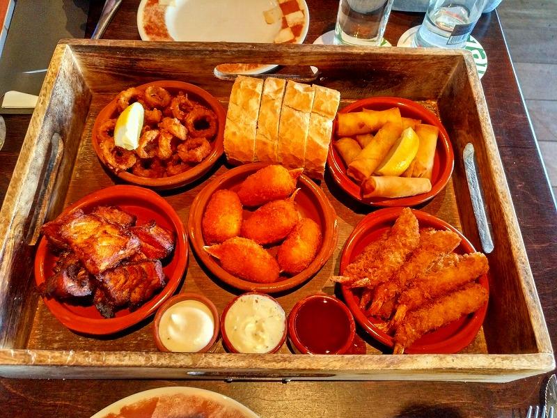 食事について…主食はパンとじゃがいも!メイン料理はお肉が多い!?