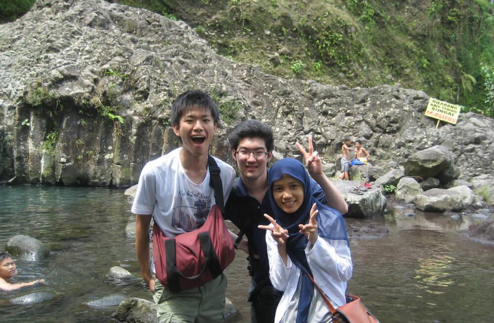 日本人の友達、現地の友達と
