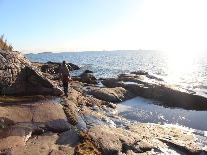陽の差す海岸