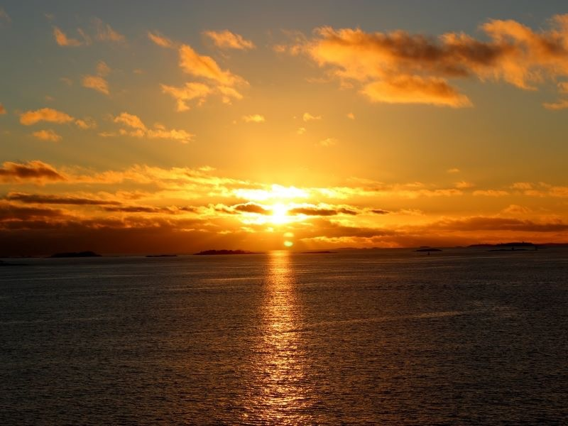 海に落ちる夕日