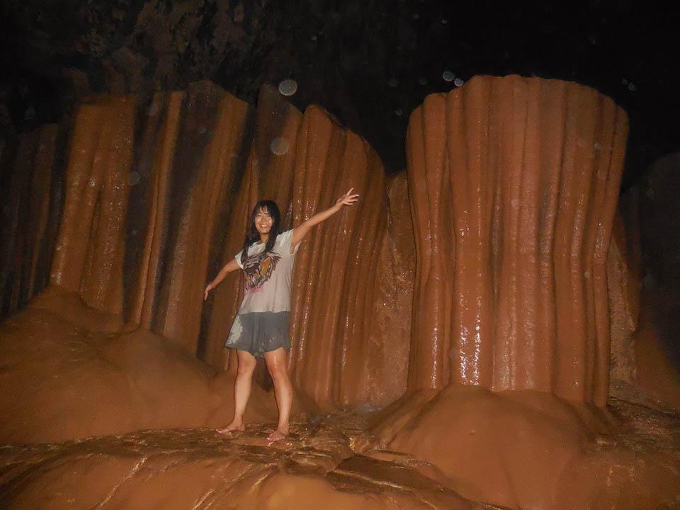 サガダで洞窟探検