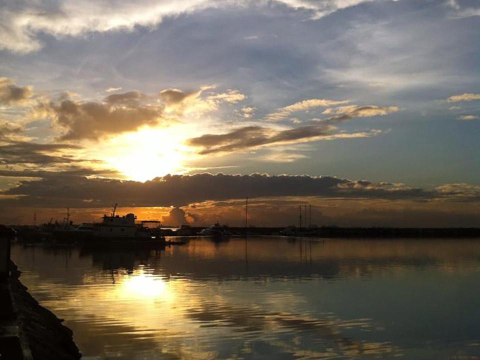 マニラ湾からの夕陽