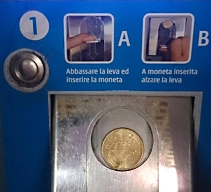 ミラノ中央駅の切符自動販売機