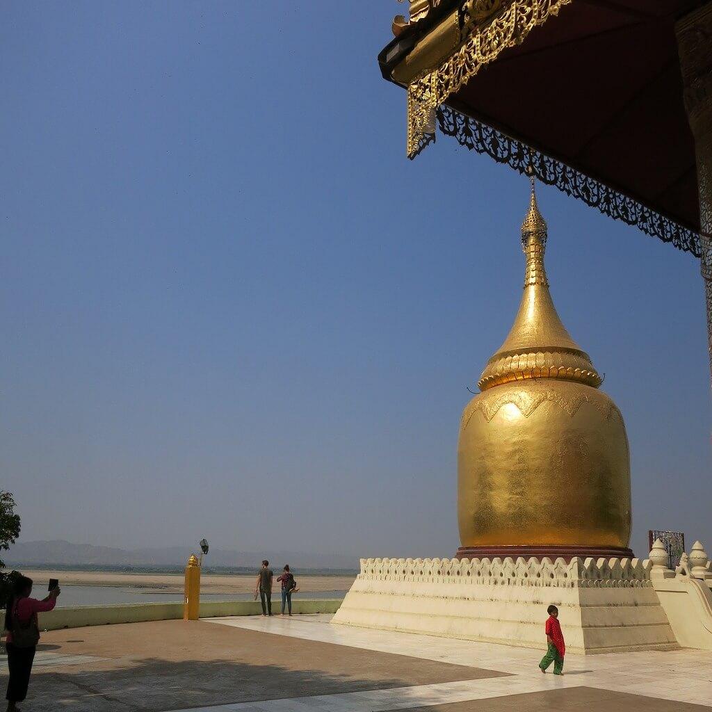 海辺の寺院
