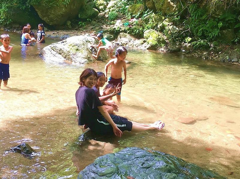ピュアなこどもたちによって 子供心を取りもどす川遊びになりますよ。