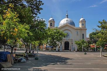 リ オブ ネグロスと呼ばれるシライ市を観光