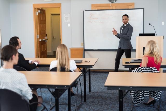 ④紹介してもらえる語学学校から留学エージェントを選ぶ