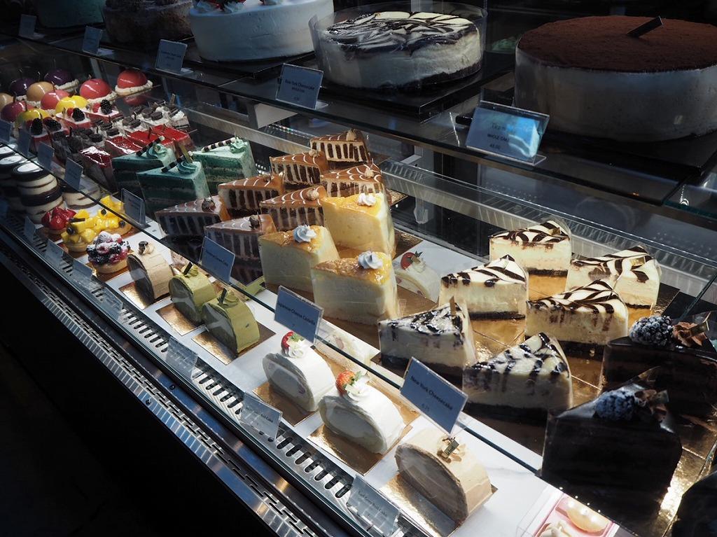 バンクーバーおすすめのカフェ5選_La foret(種類豊富なケーキ)