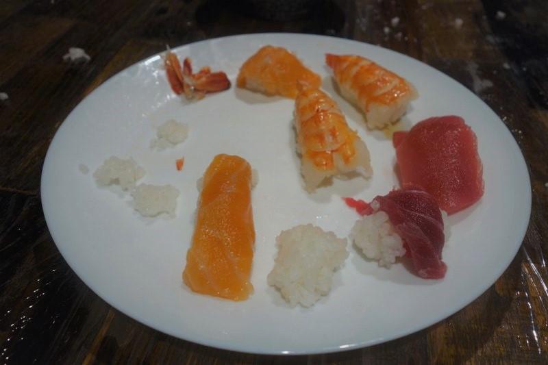 ドイツの幼稚園児たちが自分で握った寿司がこちら