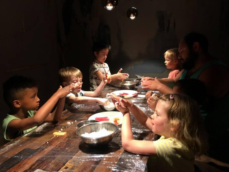 ドイツの幼稚園児たちの寿司ワークショップ